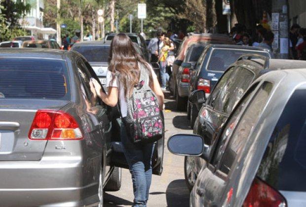 Resultado de imagem para transito nas portas das escolas